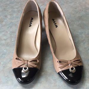 Alia leather tan and black pumps